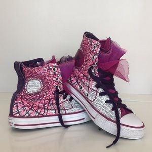 Girls size 2 adorable pink and purple Converse